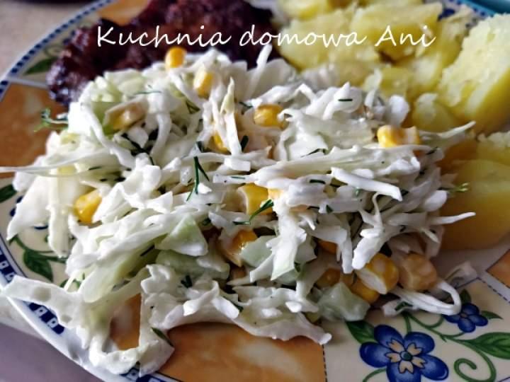 Surówka z młodej kapusty i kukurydzy