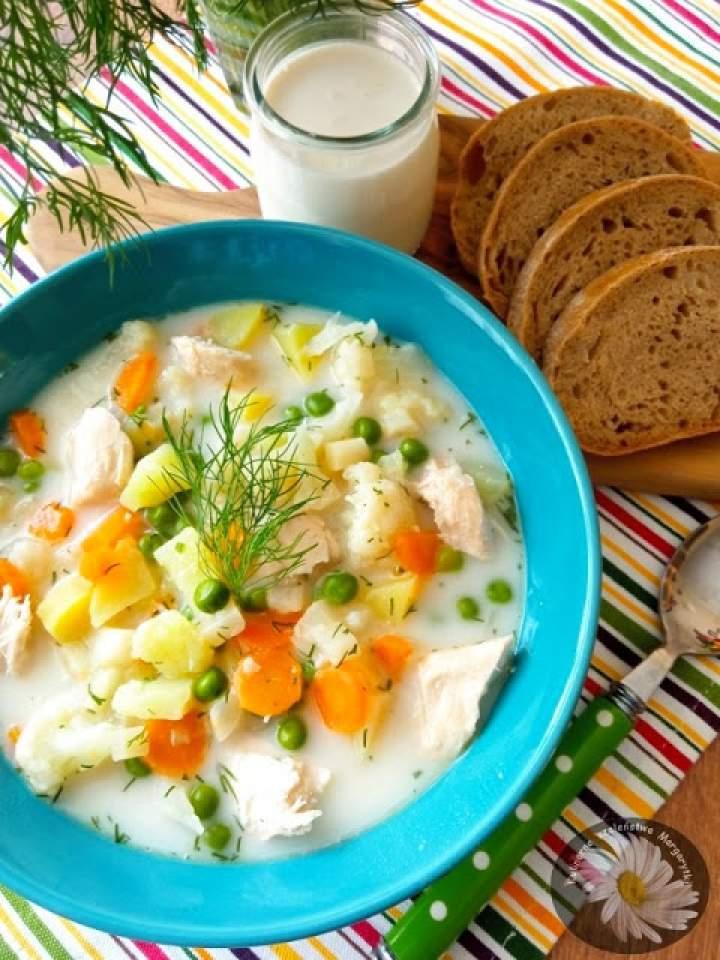 Zupa kalafiorowa z zielonym groszkiem