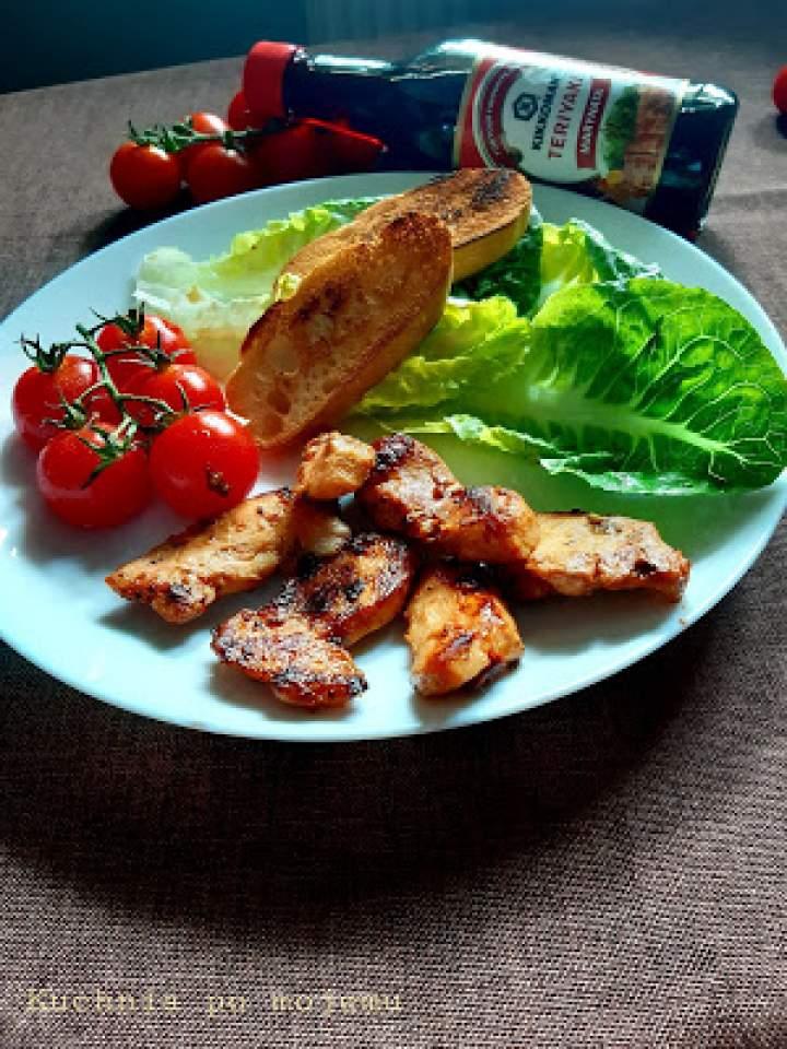 Teriyaki kurczak na sałacie rzymskiej. Szybki mega obiad z Kikkoman.