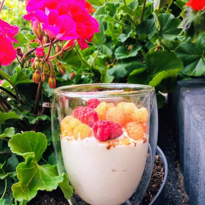 Mus sernikowy – prosty deser z owocami