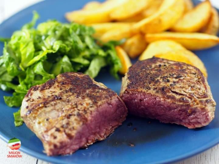 Stek z polędwicy wołowej w czarnym pieprzu