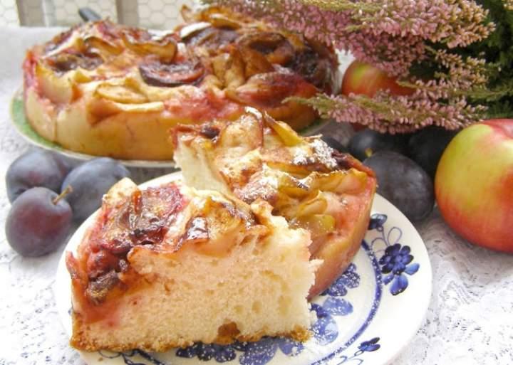 smaczna, łatwa drożdżówka jabłkowo-śliwkowa z cynamonem