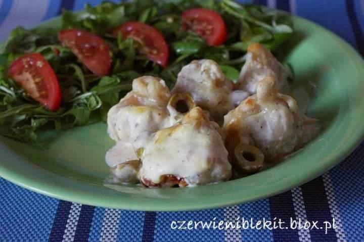 Pierożki bolońskie, zapiekane z mozzarellą i oliwkami