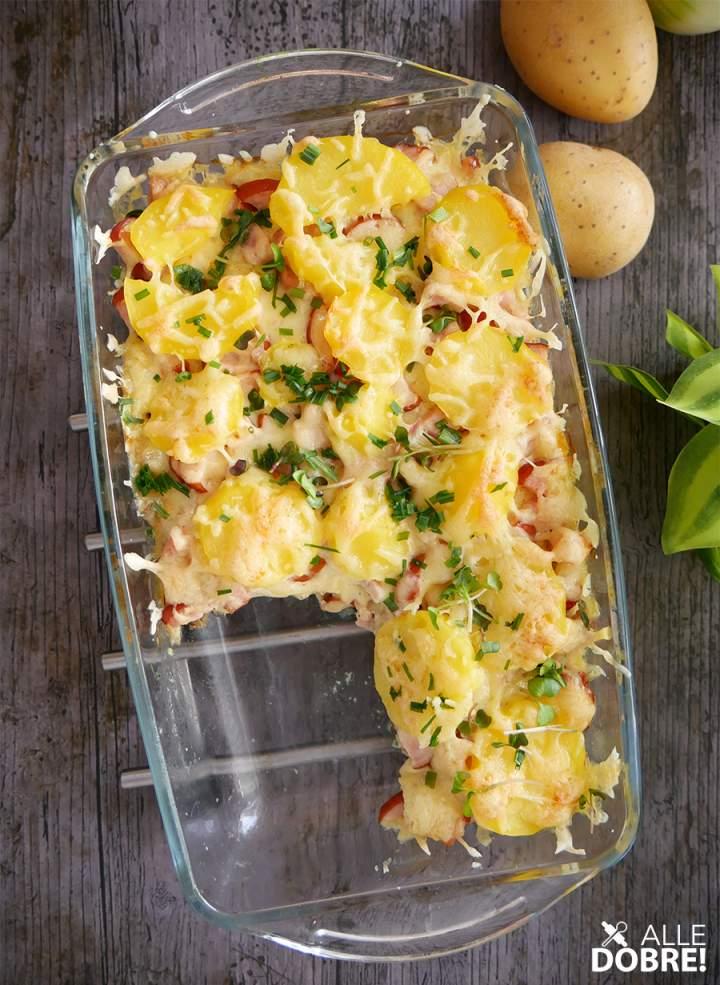 Zapiekanka z ziemniakami i kiełbasą