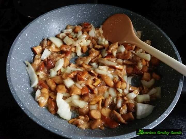 Ziemniaczane kluski nadziewane grzybami z serem