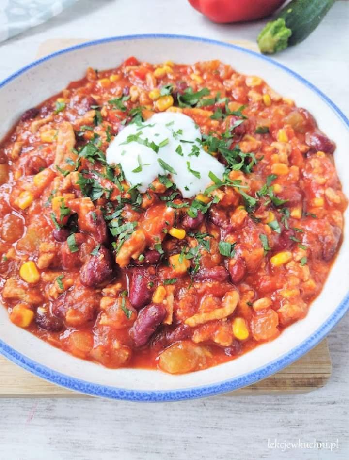 Gulasz meksykański z mięsem mielonym i kabaczkiem (chili)