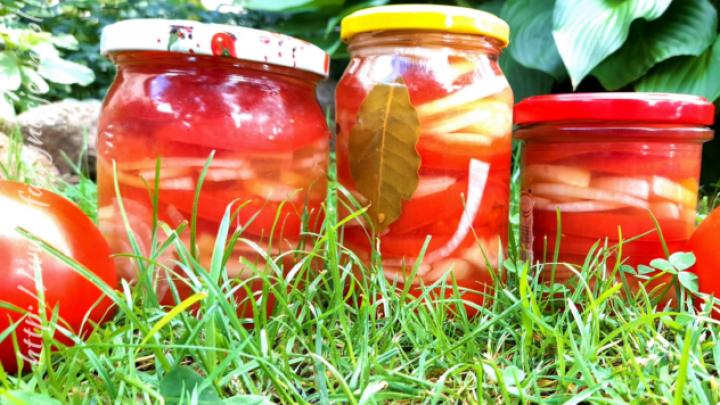 Pomidory marynowane z cebulą