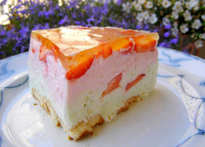 jogurtowo-śmietankowo-truskawkowy deser na zimno…