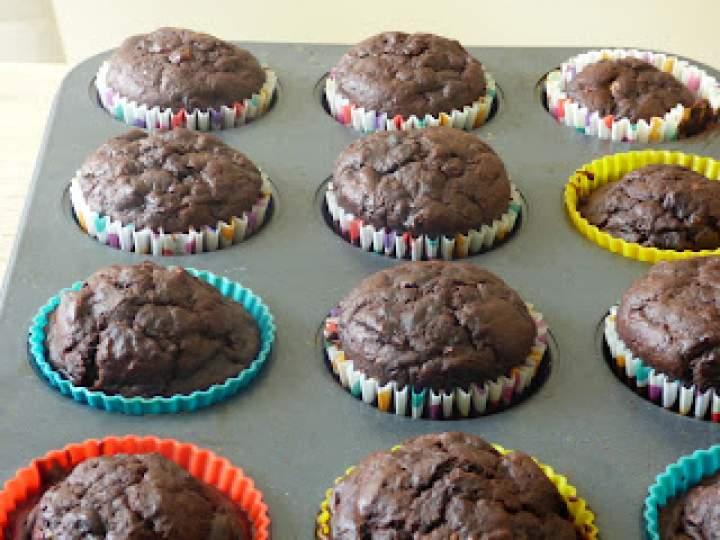 Czekoladowe muffiny z bananem i cukinią