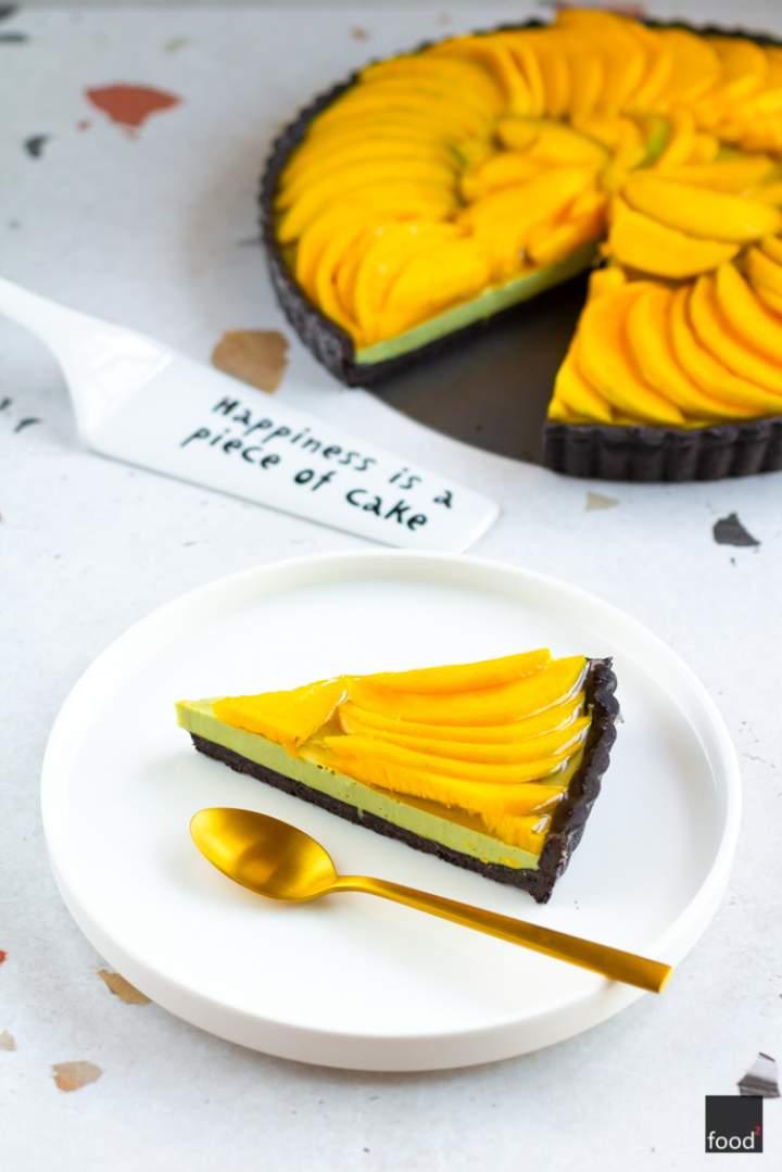 Tarta z panna cottą z zieloną herbatą matcha i mango