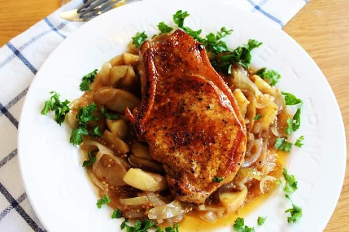 Jabłkowo -musztardowy chutney w towarzystwie pork chops