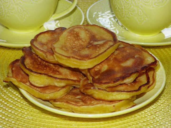 Jogurtowe placuszki z jabłkami