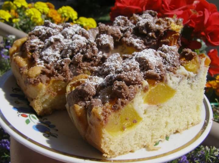ciasto ucierane z nektarynkami i kruszonką kakaową…