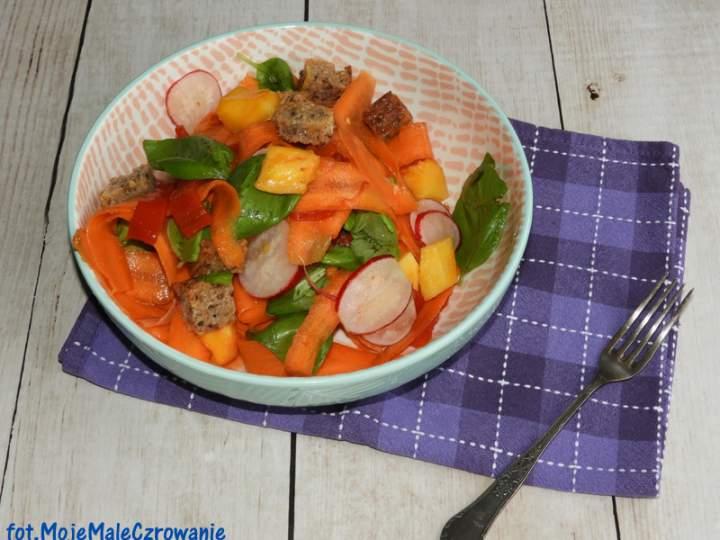 Sałatka: papaja, marchew, rzodkiewka