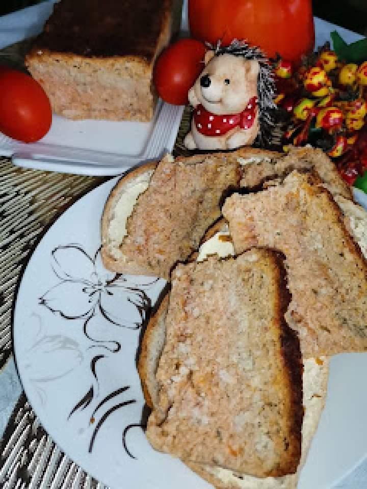 Pasztet na kanapki z trzech rodzajów mięs