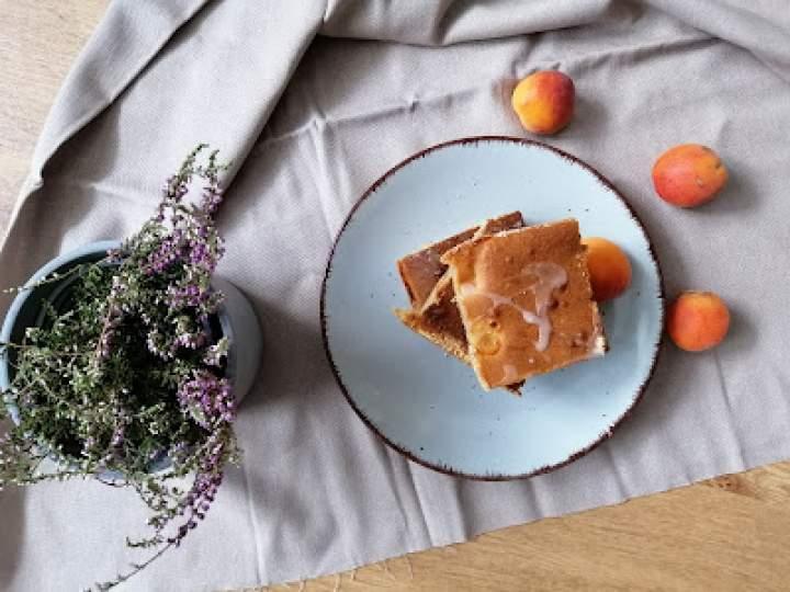 Limonkowe ciasto z morelami
