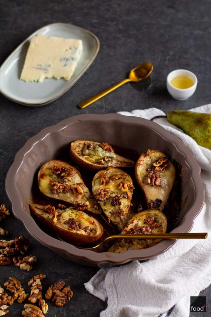 Gruszki zapiekane z gorgonzolą, orzechami włoskimi i miodem