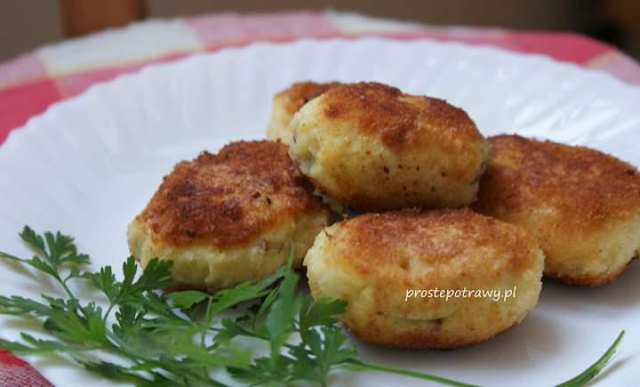 Kotlety z gotowanych ziemniaków z mięsem z rosołu