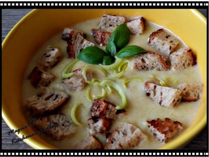 KREMOWA zupa Z PORA z grzankami