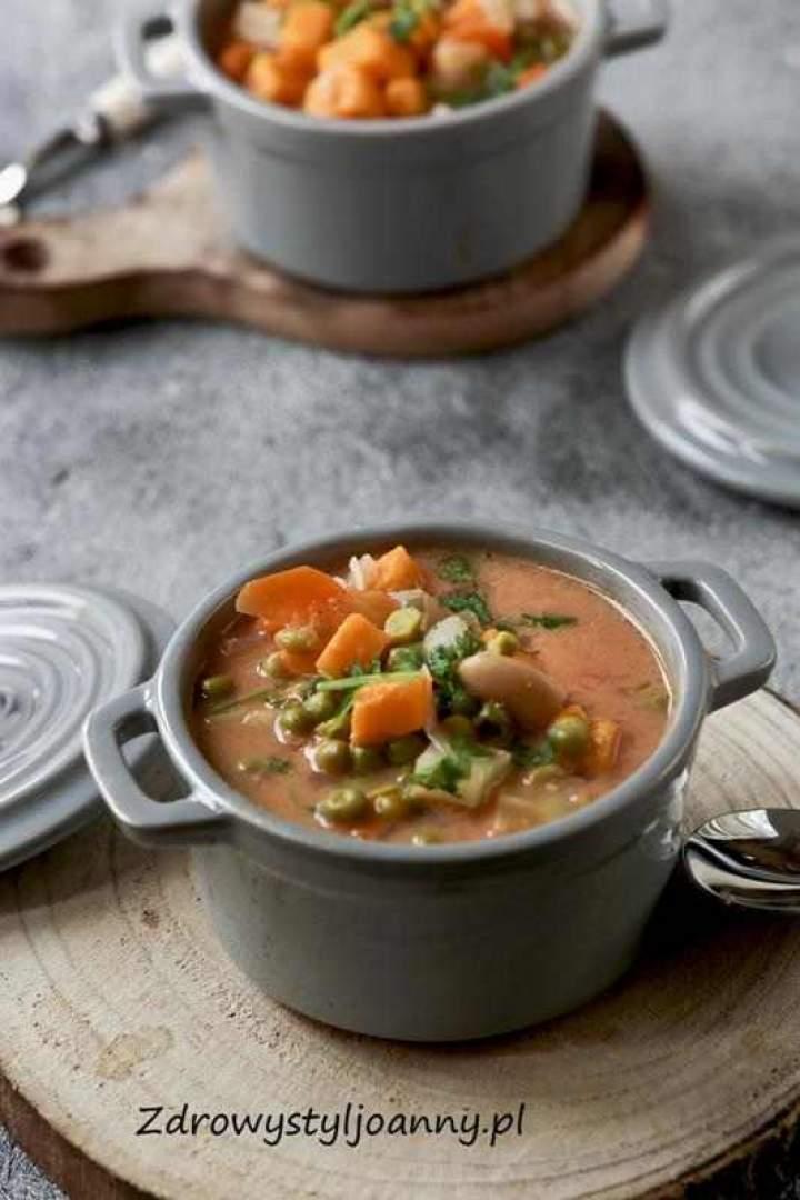 Zupa z batatami i groszkiem.