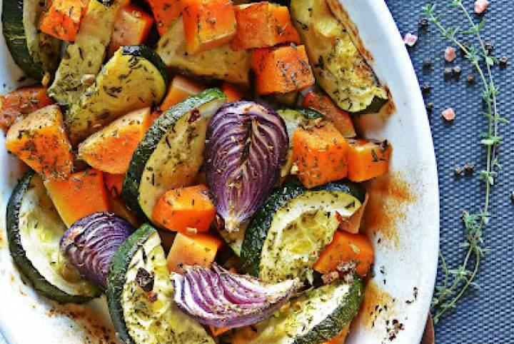 Pieczone warzywa – dynia, cukinia i cebula