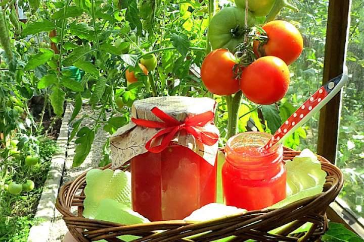 Konfitura pomidorowa z goździkami i kolendrą