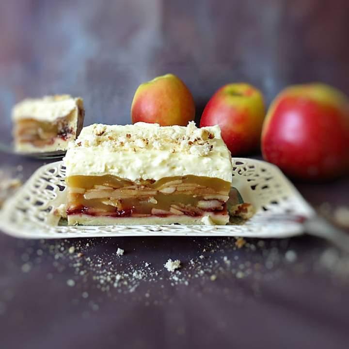 Inna szarlotka królewska. Ciasto jabłkowe z borówkami i kremem budyniowym