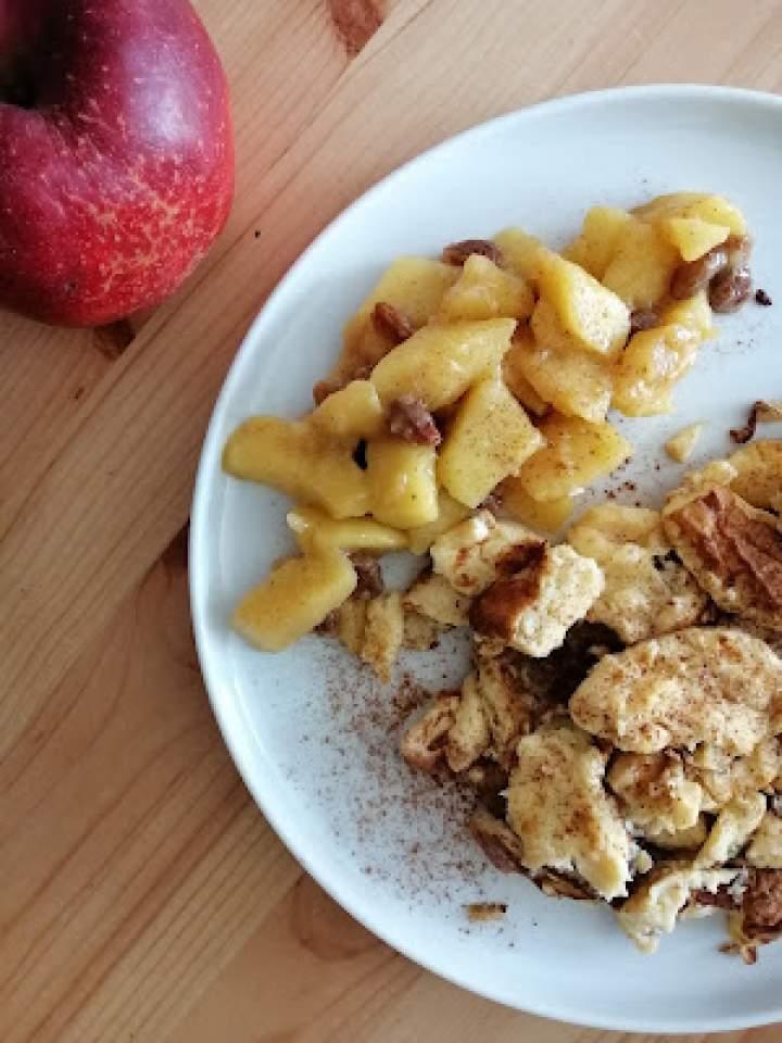 Omlet cesarski z duszonymi jabłkami