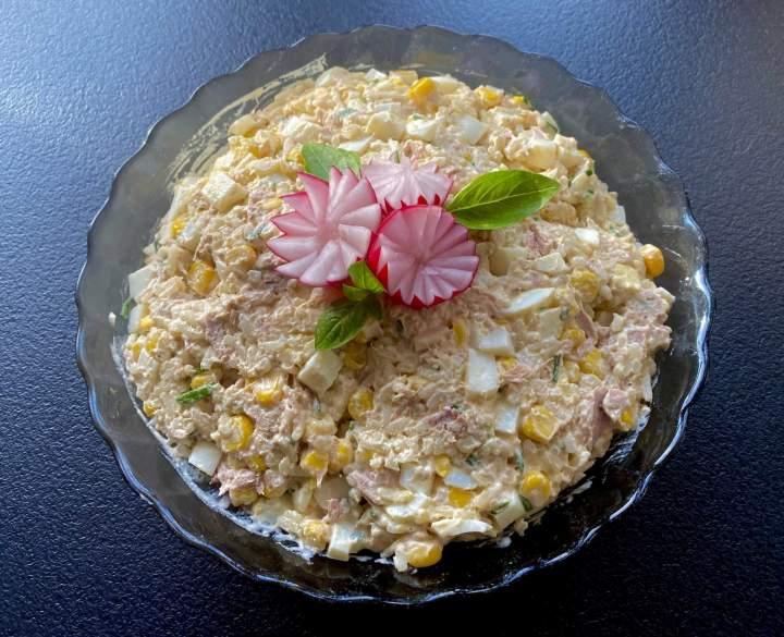 Prosta, szybka i pyszna sałatka z tuńczykiem