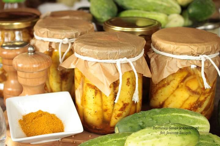 domowe ogórki konserwowe w curry