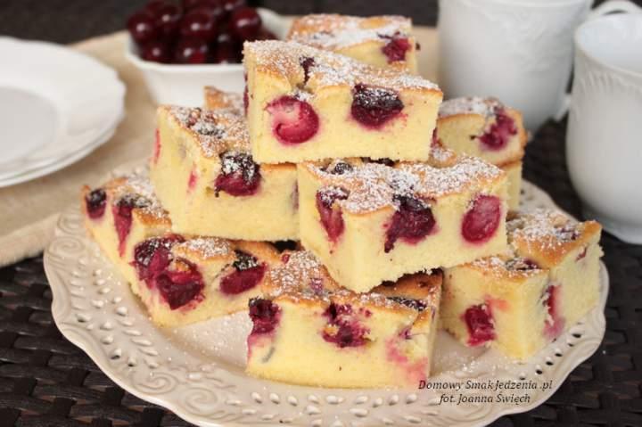 domowe ciasto ucierane z wiśniami