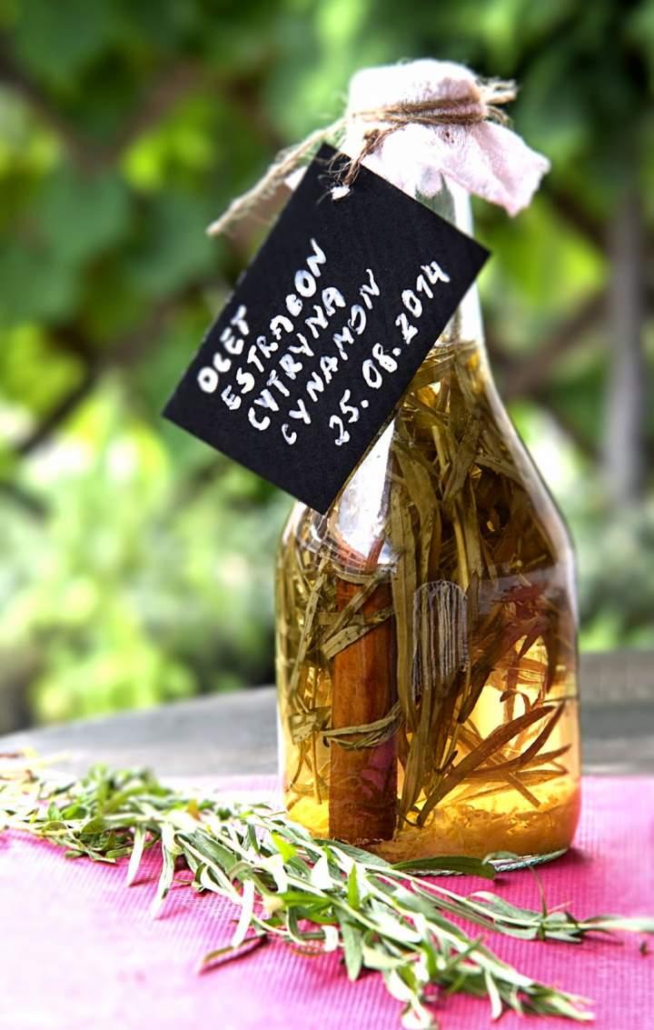 Ocet estragonowo-cytrynowy z nutą cynamonu, na święta