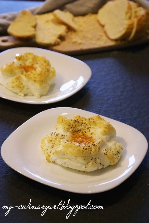 Niezwykłe zwykłe śniadanie – żółtka zapiekane na białkach