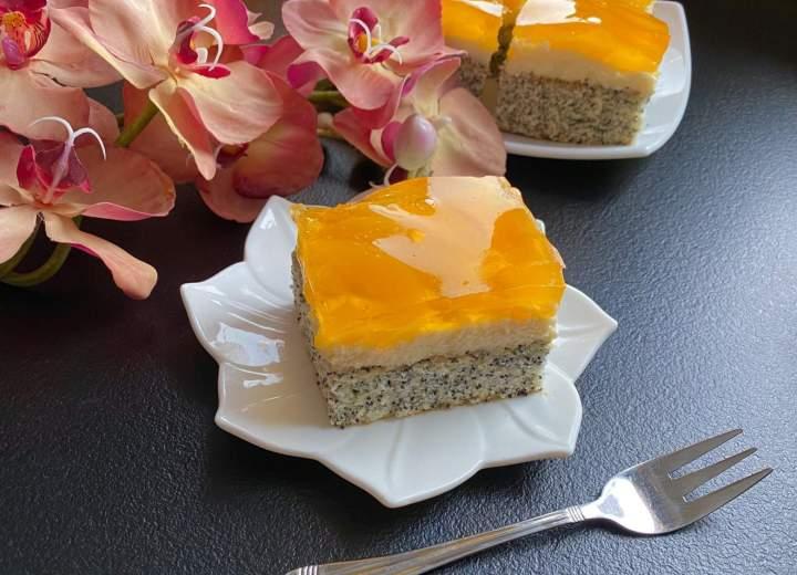 Piegusek z brzoskwiniami – ciasto z białek