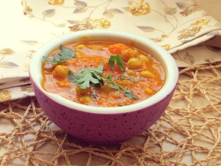 Curry z batatem, marchewką i ciecierzycą