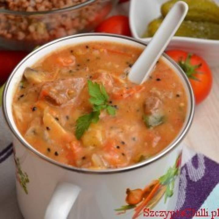 Gulasz wieprzowy z warzywami i czarnuszką