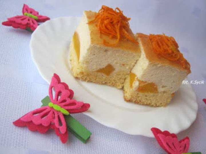 Sernik danio z brzoskwiniami