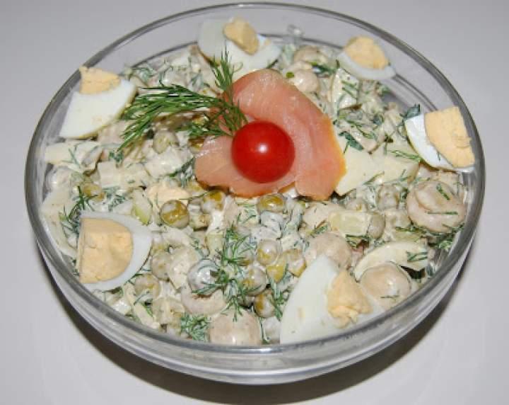 Sałatka jajeczna z łososiem