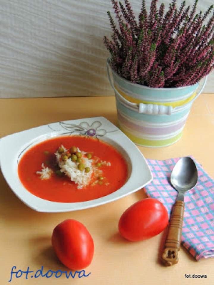 Zupa krem ze świeżych pomidorów z groszkiem