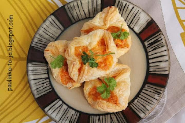 Francuskie sakiewki serowo – paprykowe