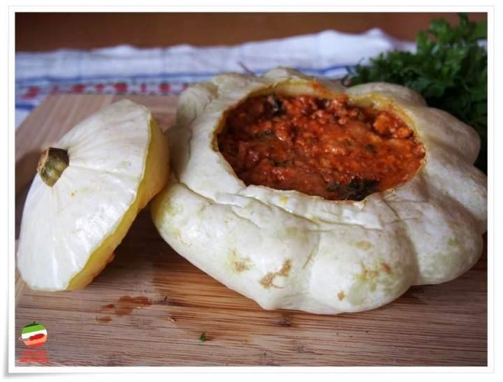 Pieczony patison nadziewany serem kozim i mięsem