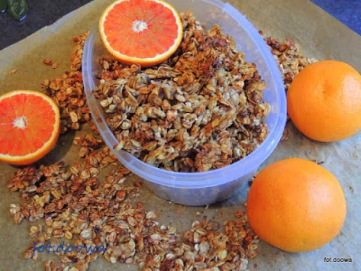 Czerwone pomarańcze i granola
