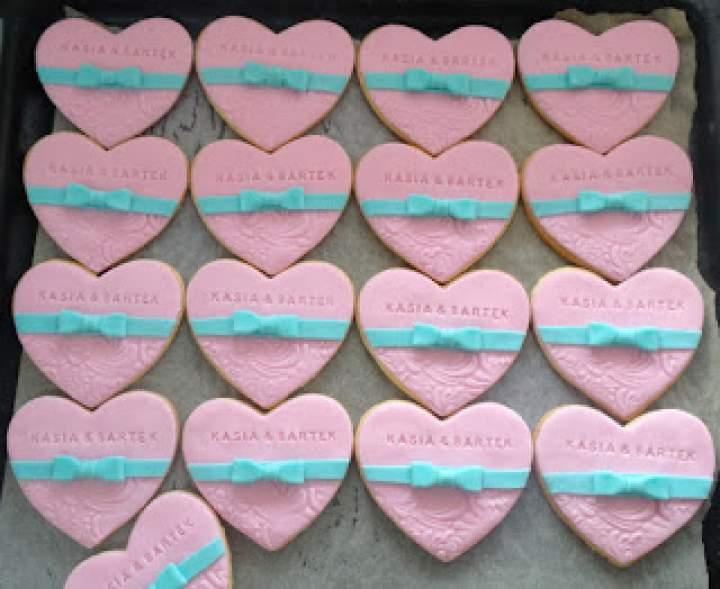 Ciastka ślubne różowo-miętowe