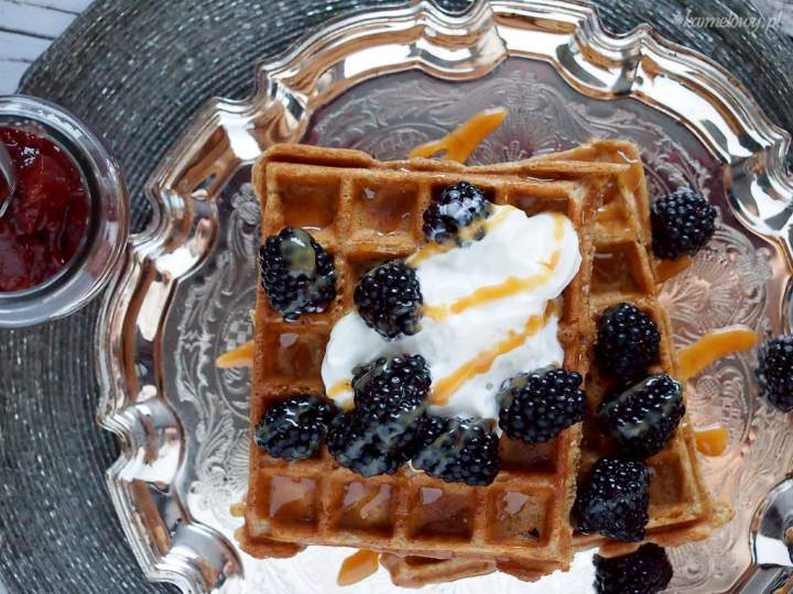 Przepyszne gofry pełnoziarniste / Whole-wheat waffles