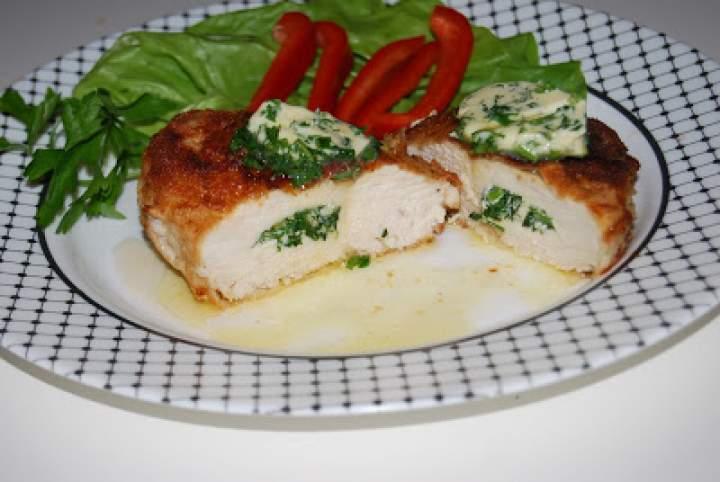 Pierś z kurczaka z masłem ziołowym