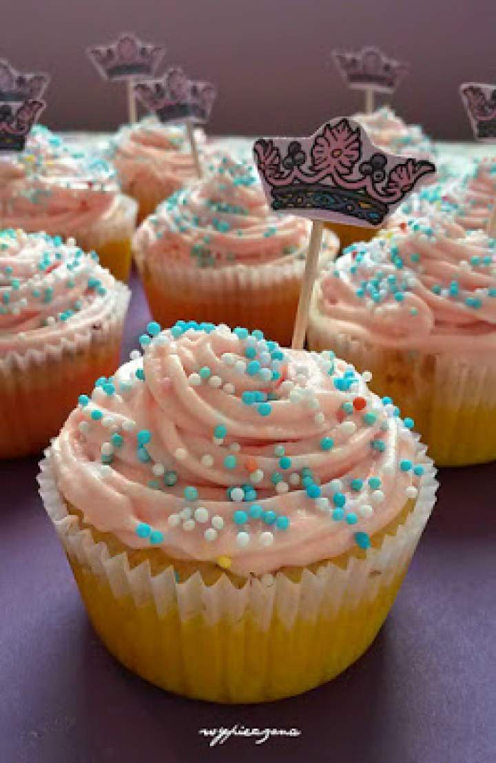 Cytrynowe muffinki urodzinowe