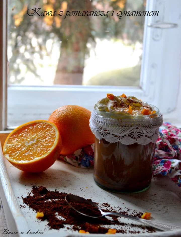 Kawa z pomarańczą, aromatycznym cynamonem pełna energii smaku.