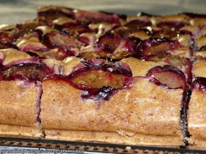 Ciasto śmietanowe ze śliwkami i przyprawami korzennymi