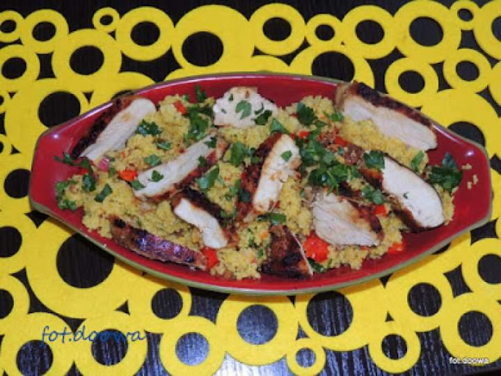 Marokańska sałatka z kuskusem i kurczakiem