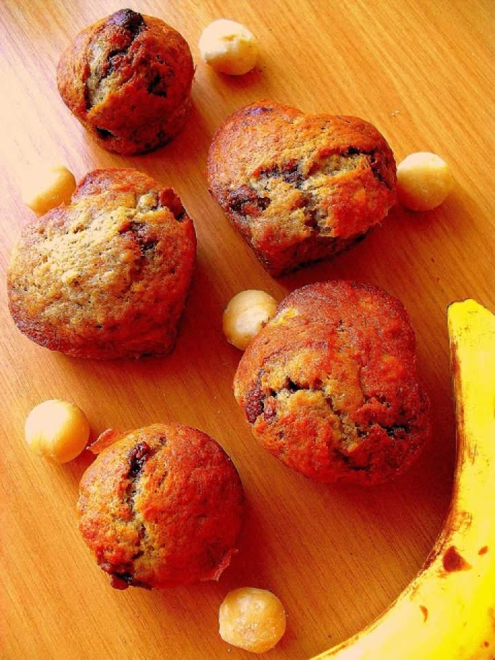 Bananowe muffinki z orzechami macadamia